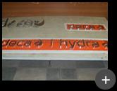 Fabricação do letreiro Deca Hydra em inox polido na fábrica da Letreiros Montec