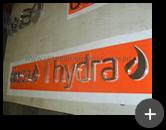 Letras produzidas de inox polido para o letreiro da loja da Deca Hydra