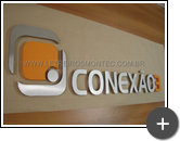 Empresa: Conexão 3 - Letreiro produzido com material nobre de aço inox e acabamento escovado