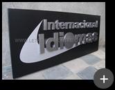 Letreiro para escola Internacional Idiomas em aço inox com acabamento escovado