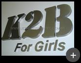 Letreiro de aço inox escovado com alto brilho com letras e número da empresa K2B For Girls