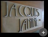 Letreiro produzido com o logotipo novo da loja Jacques Janine em aço inox escovado