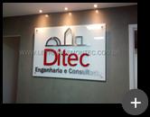 Letreiro instalado em ambiente interno para empresa Ditec, produzido com material nobre de aço inox escovado
