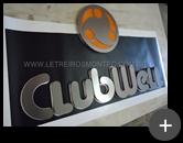 Fabricação do letreiro para empresa ClubWell com letras de aço inox escovado e logotipo conforme a identidade visual