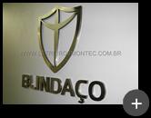Letreiro de inox com letras e logotipo para a indústria Blindaço