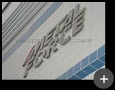 Letreiro com letras de aço inox escovado para o letreiro da empresa Metalforce