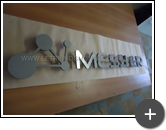 Início da produção do letreiro para empresa Messer, letras em aço inox e logotipo inovador em formato triangular e circular