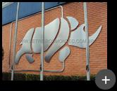 Logotipo da Deca em aço inox escovado do letreiro