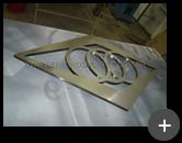 Logotipo fabricado com material nobre em aço inox escovado com formatos diferenciados
