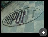 Letreiro da indústria Dupont em aço inox polido