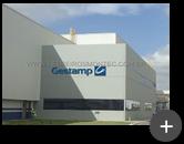 Letreiro para indústria automotiva de auto peças de aço galvanizado na cor azul completo com logotipo produzido em aço inox e instalado na fachada