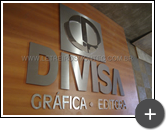 Letreiro para indústria gráfica e editora Divisa, fabricado em aço inox escovado