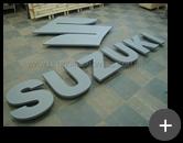 Letreiro para indústria Suzuki fabricado em aço galvanizado