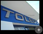 Indústria Toledo - letreiro fabricado e instalado na fachada em aço inox escovado
