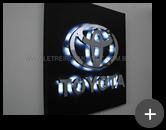 Letreiro com leds para a indústria Toyota, fabricado em inox polido e iluminado por leds