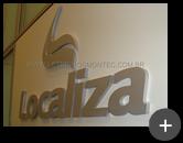 Letra caixa alta em aço galvanizado fabricado para Localiza e instalado em ambiente interno da empresa
