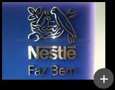 Letras caixas produzidas de aço inox escovado e instaladas na indústria Nestlé com alto brilho trazendo  beleza e sofisticação