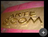 Letra caixa de latão dourado produzido com alto brilho nas letras