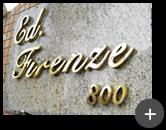Letra caixa de latão polido para edifício de alto padrão residencial Firenze instalado em local externo com brilho enobrecedor