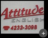 Letreiro galvanizado para escola de idiomas Attitude English