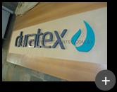 Letreiro para Deca Duratex fabricado em aço galvanizado com pintura nas letras e logotipo padrão Deca.