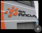 Letreiro galvanizado com letras e logotipo nas cores da empresa do Grupo Ancla