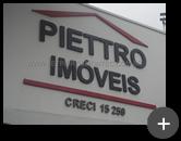 Letreiro da imobiliária Pietro Imóveis