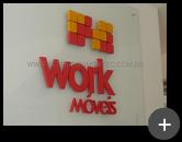 Logotipo e letras em aço galvanizado para o letreiro da empresa Work Móveis