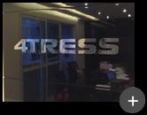 Letreiro com letras de inox para empresa 4Tress