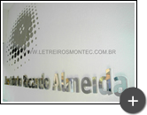 Letreiro com alto brilho refletivo de aço inox polido para o Instituto Ricardo Almeida