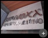 Letreiro de aço inox da Sonivoxx - Centro Auditivo