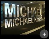 Letreiro sofisticado com alto brilho refletivo de aço inox polido para Michael Kors