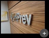 Letreiro de aço inox polido fabricado e instalado para empresa UniPrev