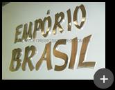 Letreiro de inox polido com alto brilho nas letra transmitindo conforto e sofistição para empresa Empório Brasil