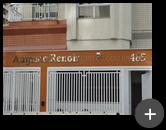 Letreiro instalado de inox polido com alto brilho destacando a fachada do condomínio