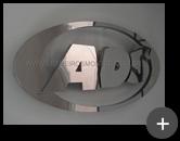 Logotipo produzido em aço inox polido com alto brilho