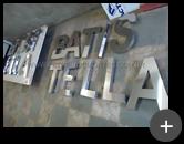 Produção do letreiro de aço inox polido para churrascaria Batistella