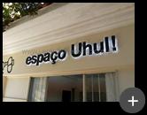 Letreiro iluminado com leds instalado com iluminação entre a parede e o letreiro - Espaco Uhul !