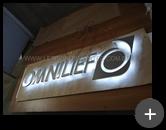 produção do letreiro com leds e logotipo inovador para empresa Omnilief - Passagem de fiação para iluminação dos leds