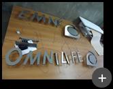 Produção do letreiro com leds para a loja de suplementos alimentares Omnilife