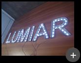 Fabricação do letreiro em acrílico iluminado com leds dentro das letras para a iluminação da empresa Lumiar