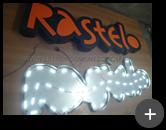 Letreiro de acrílico iluminado em fase de produção. Montagem da fiação dos leds - empresa Rastelo