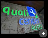 Produção do letreiro luminoso em acrílico com iluminação por leds e passagem de fiação - Qualicenter Auto - Centro Automotivo de São Caetano do Sul/SP