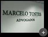 Letreiro para escritório de advocacia produzido em acrílico com pintura