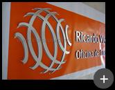 Logotipo da oficina em acrílico espelhado produzido