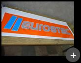 Letreiro em acrílico com impressão em vinil produzido com letras e logotipo para a indústria Eurostec