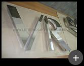 Fabricação das letras para o letreiro da loja de roupas em aço inox polido