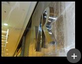 Letreiro para loja de roupas masculina Vila Romana instalado e fixado na parede - ambiente interno