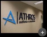 Letreiro para escritório de auditoria e consultoria da Athros