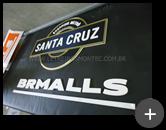 Letreiro de acrílico dourado - Escritório do Shopping Santa Cruz